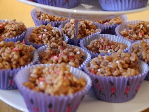 How to make easy peasy krispie cakes with a twist.