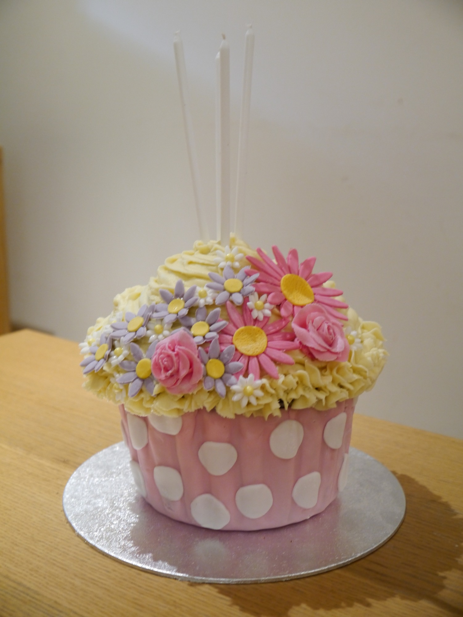 Happy Birthday To Me A Tutorial For A Giant Cupcake Cake Mummy