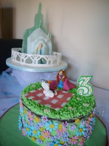 Frozen themed Birthday Cakes Elsas Ice Palace Mummy makes cakes