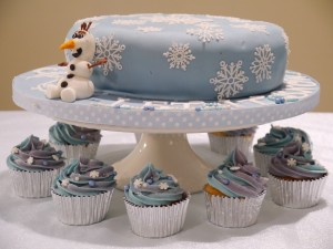 Frozen christmas cake 3