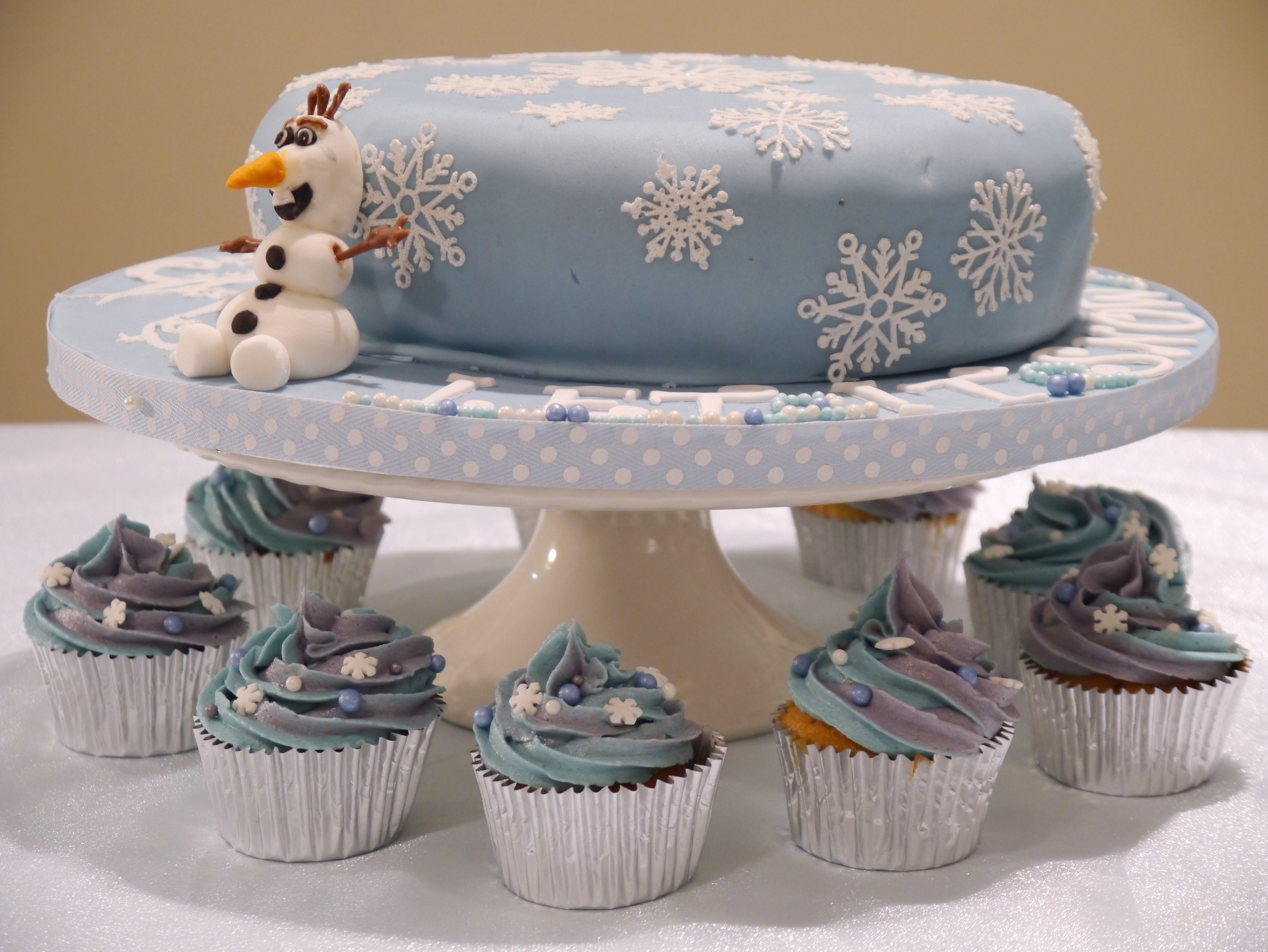 Frozen Snowflake and Olaf Cake Mummy makes cakes