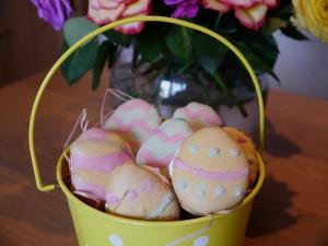 Easter egg macrons